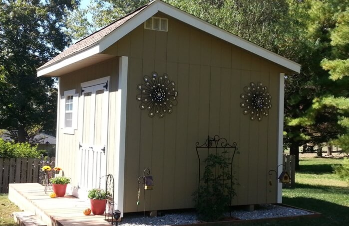 Quaker shed for pool storage and changing