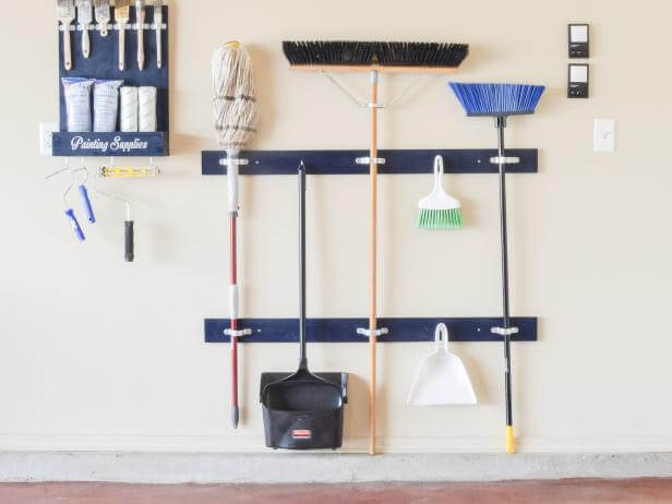 Cleaning tool holder